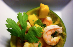 Shrimp und Mango in der Schale